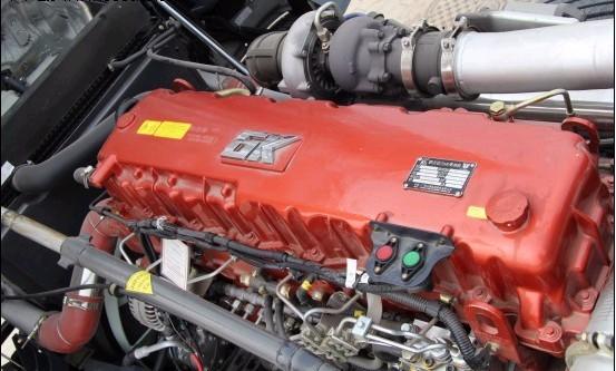 GTL作为福田新一代旗舰重卡,其主要竞争对手就是解放J6H、东风新天龙、红岩杰狮等国内主流高端车型,在这些对手都纷纷换装新款发动机之后,福田也借助奔驰的科研技术发布了属于自己的高端发动机,据悉福田戴姆勒的发动机的生产工厂已经在建设当中,它离我们距离真的越来越近了。   代表车型 欧曼GTL    欧曼GTL搭配奔驰OM457发动机无疑是锦上添花,使欧曼GTL的品质机一部提高,市场竞争力也更强。目前这款奔驰OM457发动机采用直列6缸设计,排量12L,最大400马力,最大扭矩2000N.